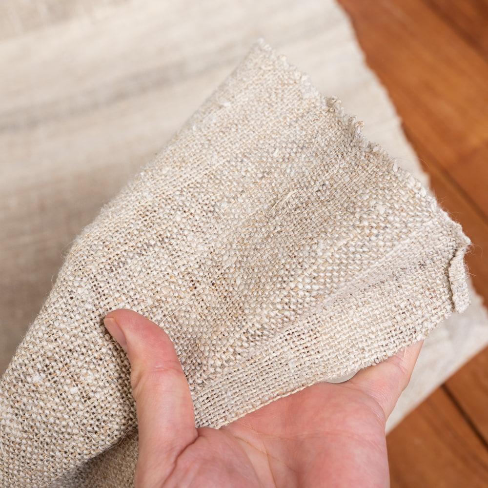 【1m切り売り】ワイルドヘンプの手織り布地 - 幅77cm前後 6 - 手織りのため多少の歪みがあります。