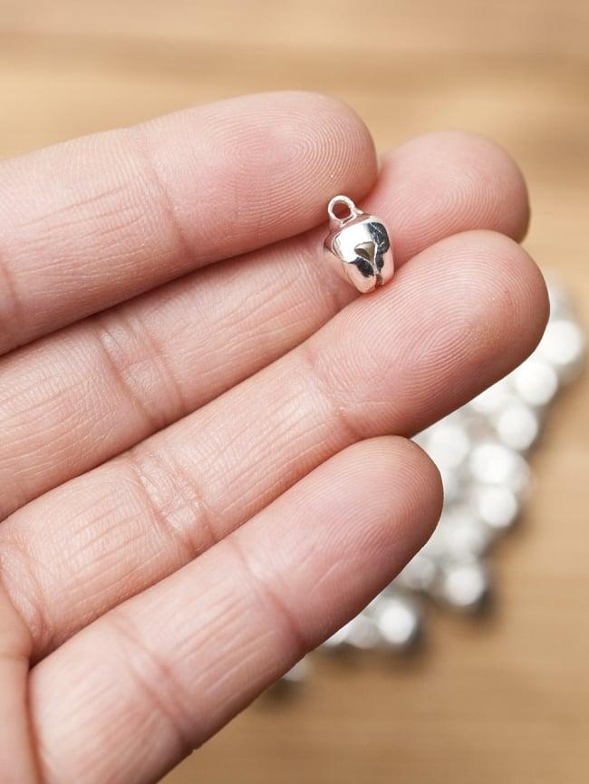 鈴セット [銀色50g] 3 - 5mmほどの小さな鈴です