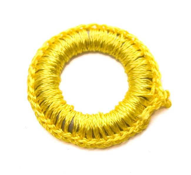 【10個セット】インドの丸鏡カバー 25mm - 黄色 2 - 表はこんな感じで凹凸があります。