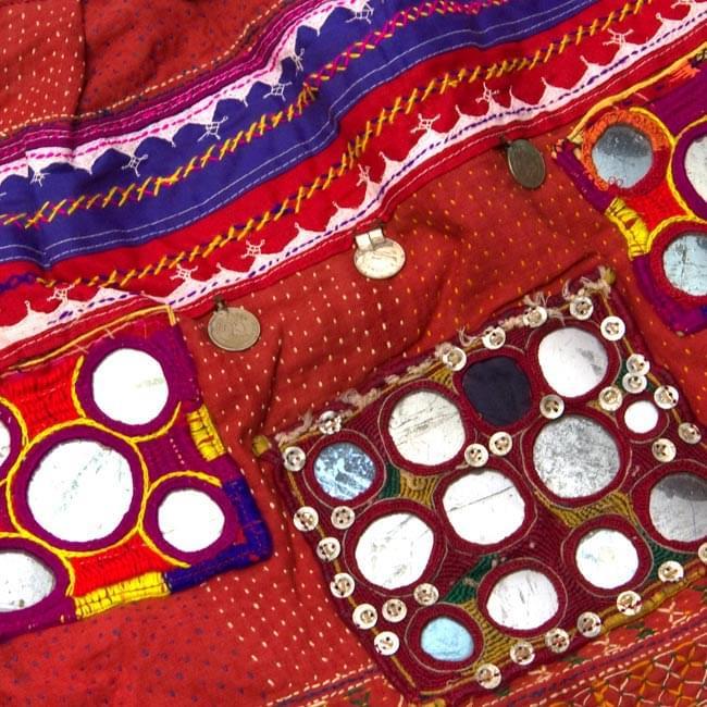 【10個セット】インドの丸鏡カバー 25mm - 赤 6 - インドのカッチ刺繍です。こんな感じでついているだけで独特な雰囲気がおしゃれですね。