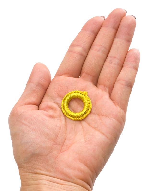 【10個セット】インドの丸鏡カバー 25mm - ピンク 4 - 手に持ってみました。このくらいの大きさです。