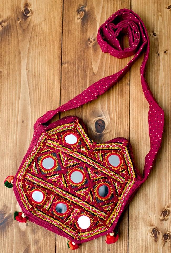 【およそ40枚入り】丸型鏡セット 直径2.5cm程度 5 - 使用例です。インドのカッチ刺繍にはよく使われています。個性的なデザインになって可愛いですね。