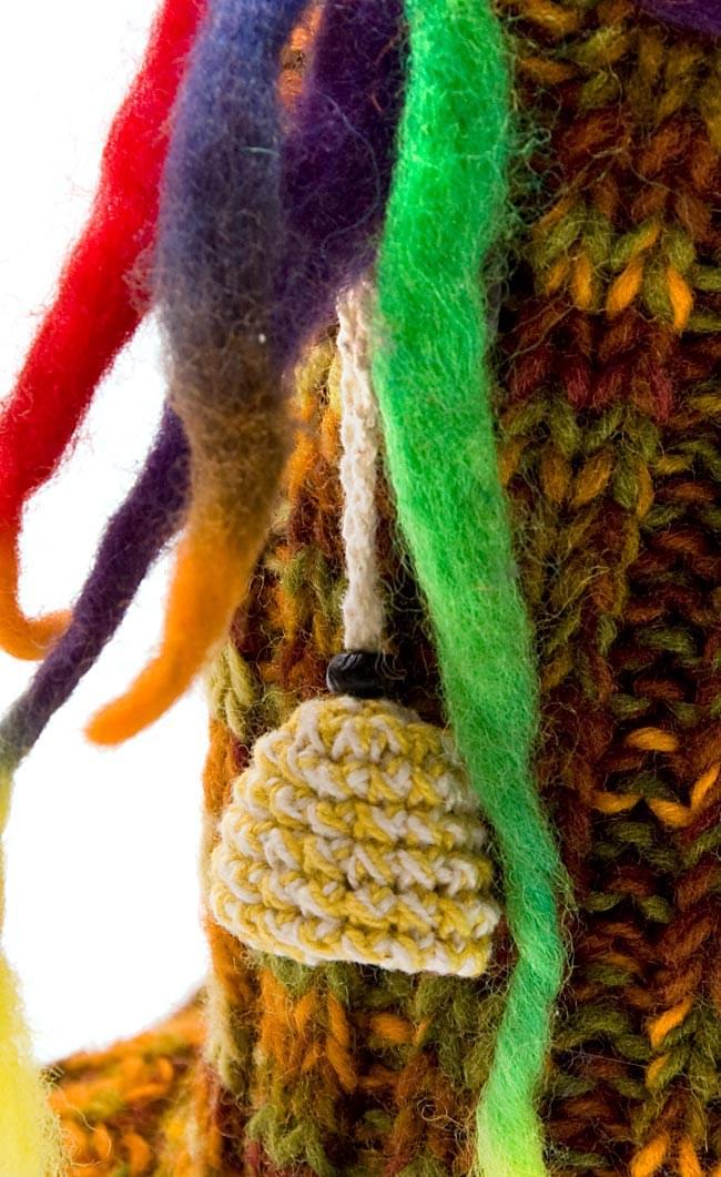 ネパールのニット・ブーツ 【茶色×オレンジ×緑・斑】の写真3 - 部分をアップで撮影しました