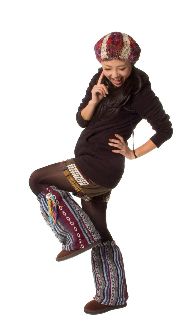 ネパールゲリ素材のブーツカバー 【紫系】 5 - 身長150cmのスタッフが付けてみました。エスニックスタイルにピッタリです!