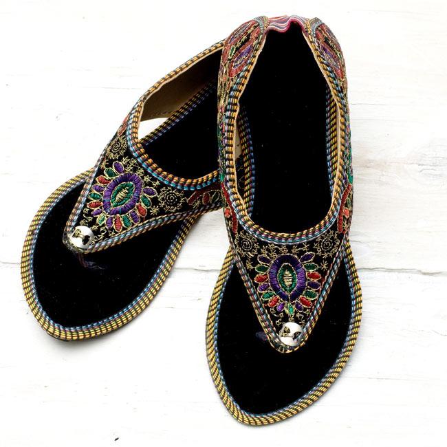 インドのトングサンダル - 【踵ゴム】 の写真2 - 全体写真です。とても履きやすいサンダルです。