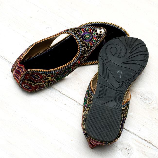 インドのトングサンダル - 【踵ゴム】 の写真6 - 裏側はゴムです。手描きのサイズがいかにもインドっぽいですね。