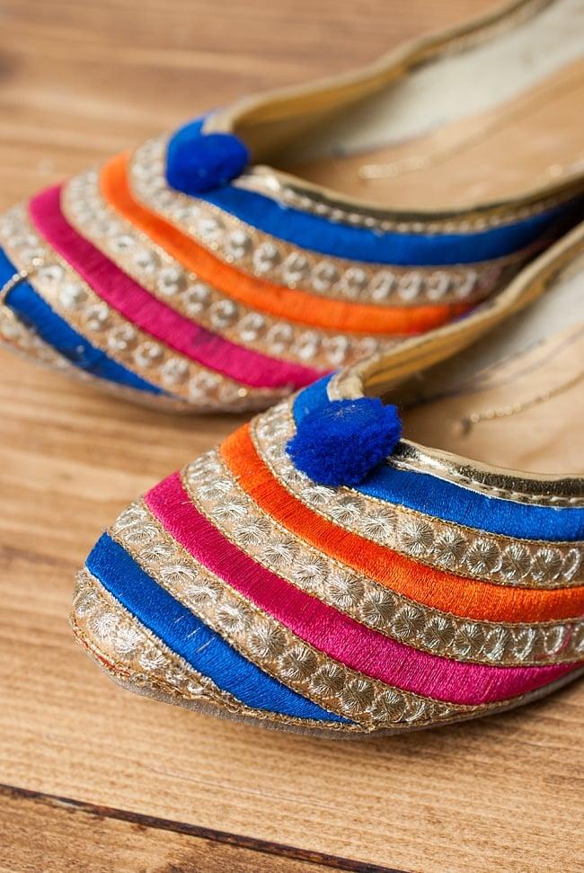 ゴージャス刺繍のマハラニフラットシューズ 2 - つま先部分をアップにしてみました。インドらしいデザインが可愛いです。