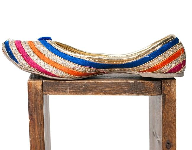 ゴージャス刺繍のマハラニフラットシューズ 4 - 横からの写真です