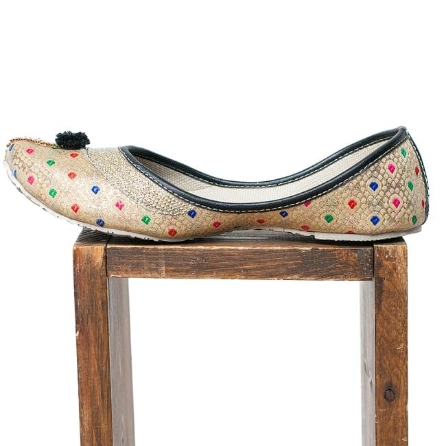 ゴージャス刺繍のマハラニフラットシューズの写真4 - 横からの写真です