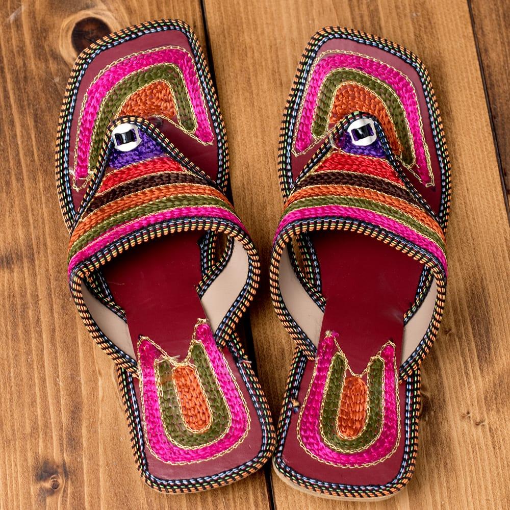 インドのカラフル刺繍トングサンダル - 【ヒール付き】 6 - 上からの写真です