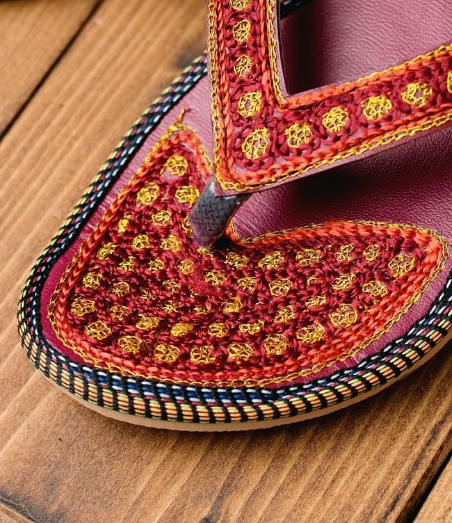 インドのカラフル刺繍ビーチサンダル 3 - 別の角度からの写真です