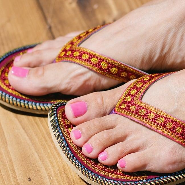 インドのカラフル刺繍ビーチサンダル 9 - 別の角度からの写真です