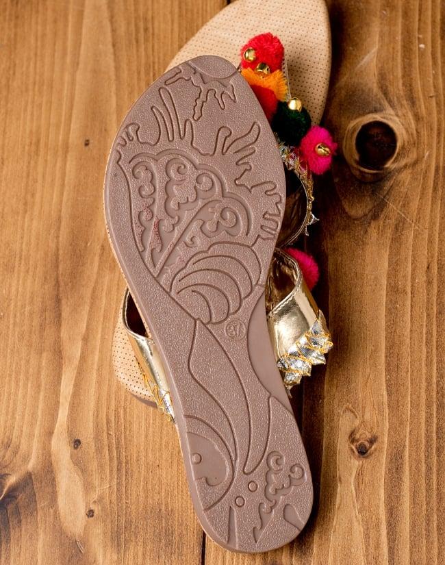 カッチテイストのカラフル刺繍サンダル 7 - 靴の裏面はこのようになっています