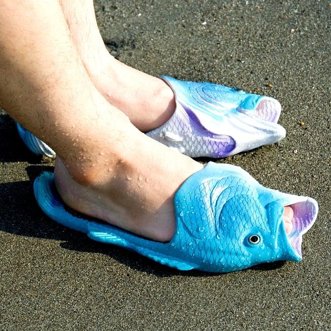 【おおきめサイズ】リアルなおさかなサンダル 9 - 実際に履いてみました。魚に包み込まれる・・・きもちよい・・・