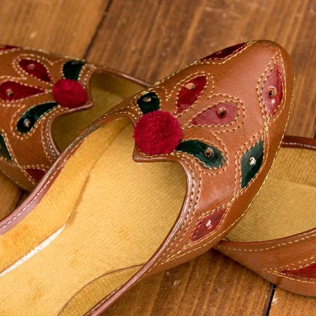 インドのマハラニ レザーフラットシューズ 8 - とても綺麗な装飾