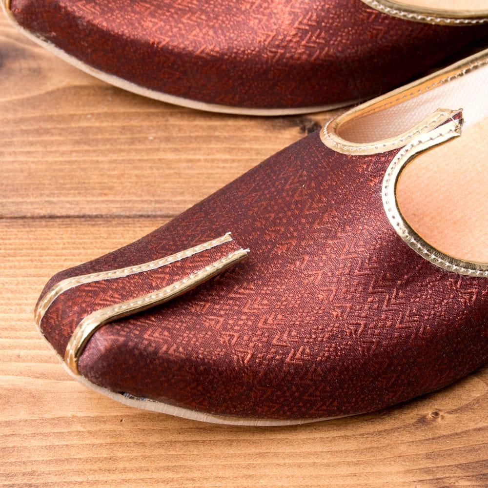 男性用宮廷靴 - モジャリブラウン 2 - つま先部分をアップにしてみました。インドらしいデザインが可愛いです。
