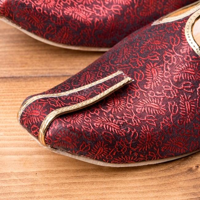 男性用宮廷靴 - モジャリレッド 2 - つま先部分をアップにしてみました。インドらしいデザインが可愛いです。