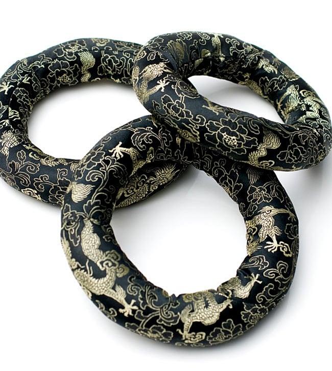 【中サイズ用】シンギングボウル用リング[直径約14cm] 12 - 黒・金系の例です。