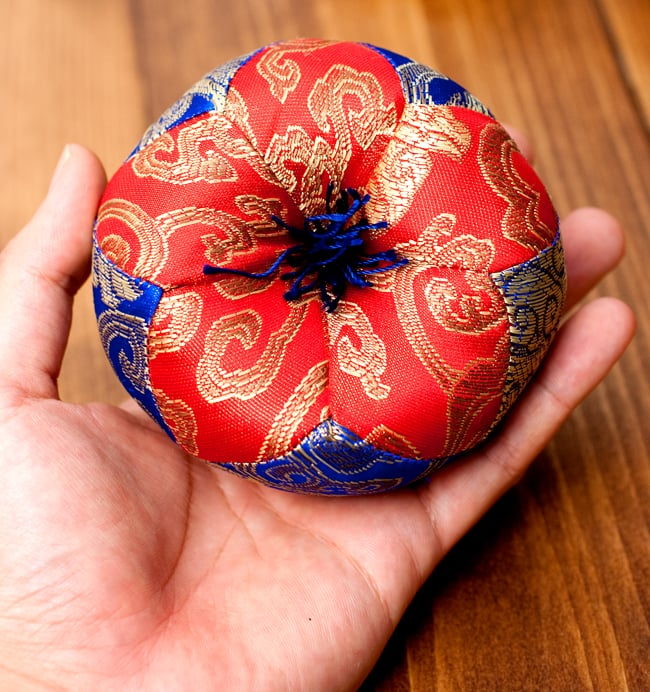 シンギングボウル用マット(10cm)【赤と青】 5 - このくらいのサイズ感になります