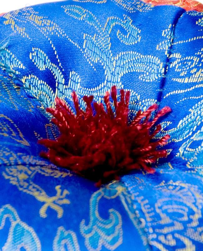 シンギングボウル用マット(13cm)【赤と青】の写真2 - 中央部分を拡大しました。