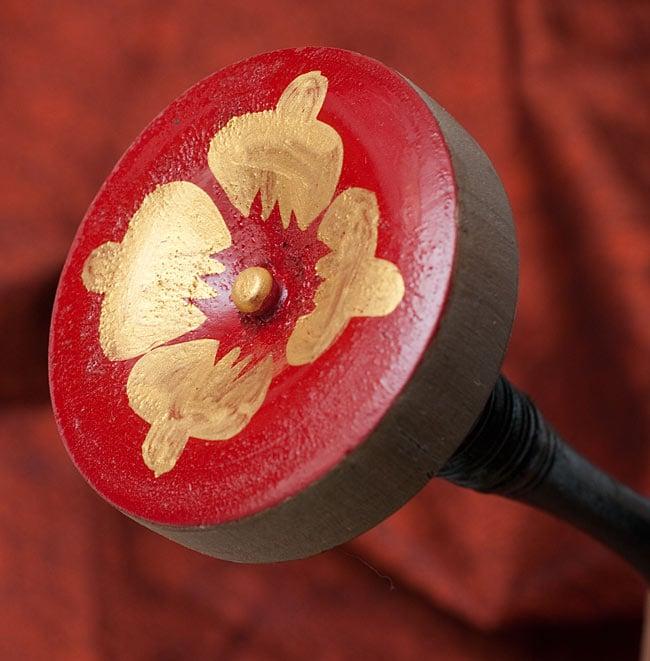 木のエスニックマレット(太鼓のバチ)[26cm]の写真3 - ヘッド部分です。飾りが美しいですね。