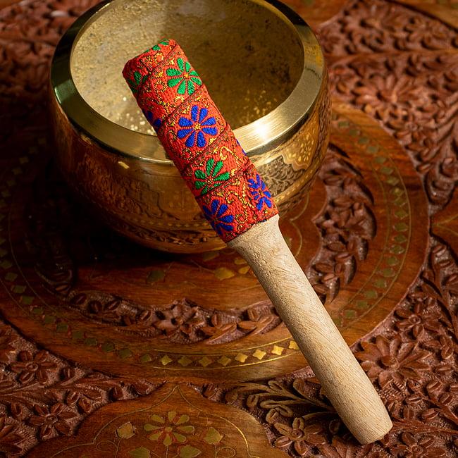装飾付き りん棒・シンギングボウルマレット - オレンジの写真