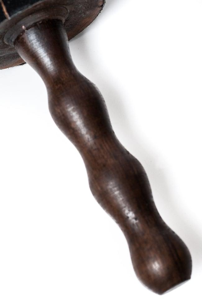シンギングボウル大スティック - レザーフェルト 4 - 持ち手部分の様子です。
