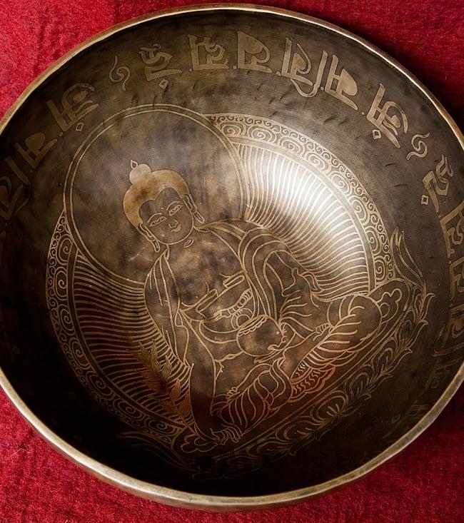 【一点物】チベタンアンティックシンギングボウル【音階:G】4350g(スティック付属)の写真4 - 上からの図です。
