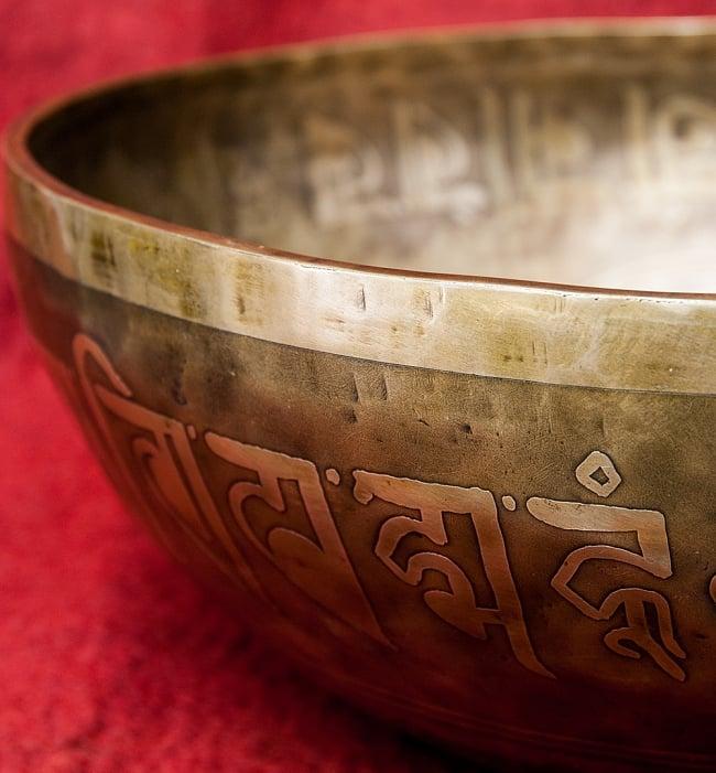 【一点物】チベタンアンティックシンギングボウル【音階:G#】4187g(スティック付属) 3 - スティックで鳴らすことで豊かな倍音が出ます。