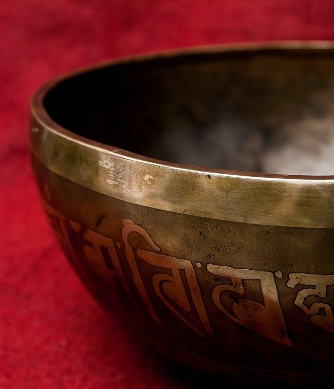 【一点物】チベタンアンティックシンギングボウル【音階:A】2731g(スティック付属) 3 - スティックで鳴らすことで豊かな倍音が出ます。