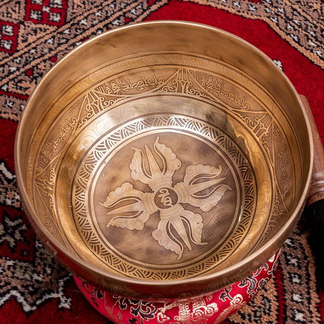 【一点物】チベタンアンティックシンギングボウル【音階:D】約1300g(スティック付属)の写真