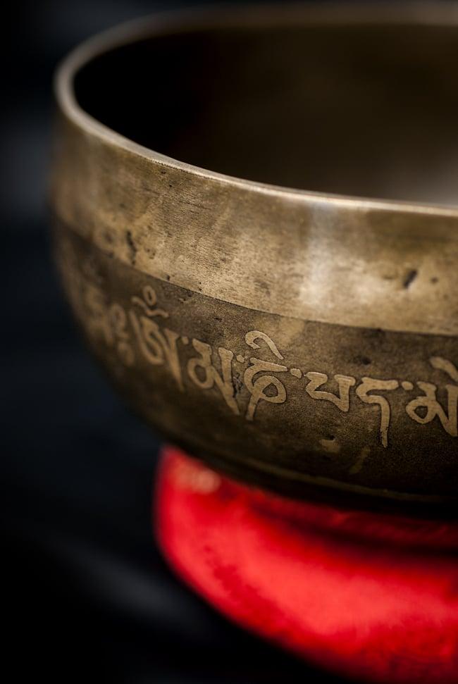 【一点物】チベタンシンギングボウル【音階:G#】656g(スティック付属)の写真2 - 縁の部分の拡大写真です。