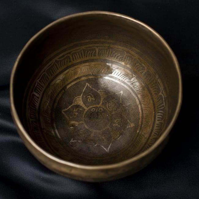 【一点物】チベタンシンギングボウル【音階:G#】656g(スティック付属)の写真3 - 上からの撮影となります。