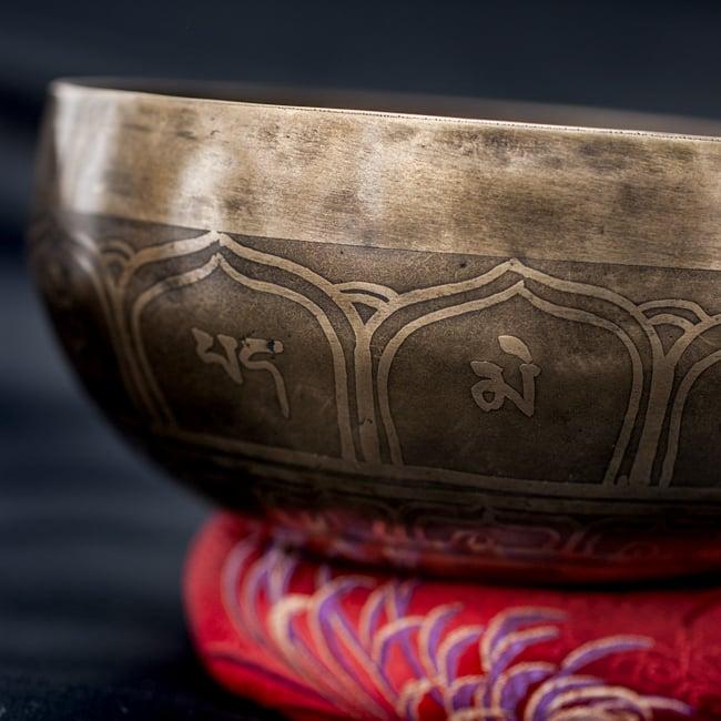 【一点物】チベタンシンギングボウル【音階:C#】670g(スティック付属)の写真2 - 縁の部分の拡大写真です。