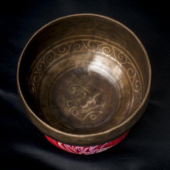 【一点物】チベタンシンギングボウル【音階:D#】548g(スティック付属)の写真3 - 上からの撮影となります。