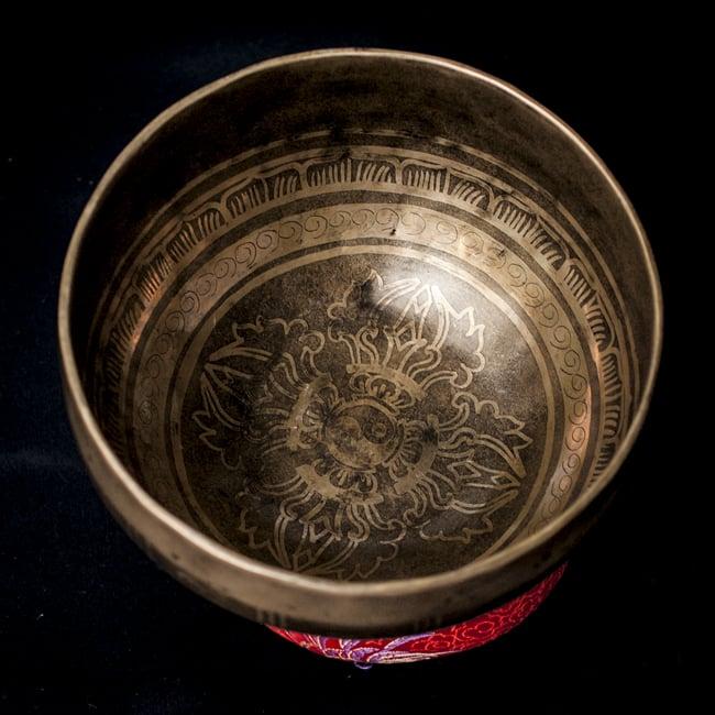 【一点物】チベタンシンギングボウル【音階:D】759g(スティック付属)の写真3 - 上からの撮影となります。