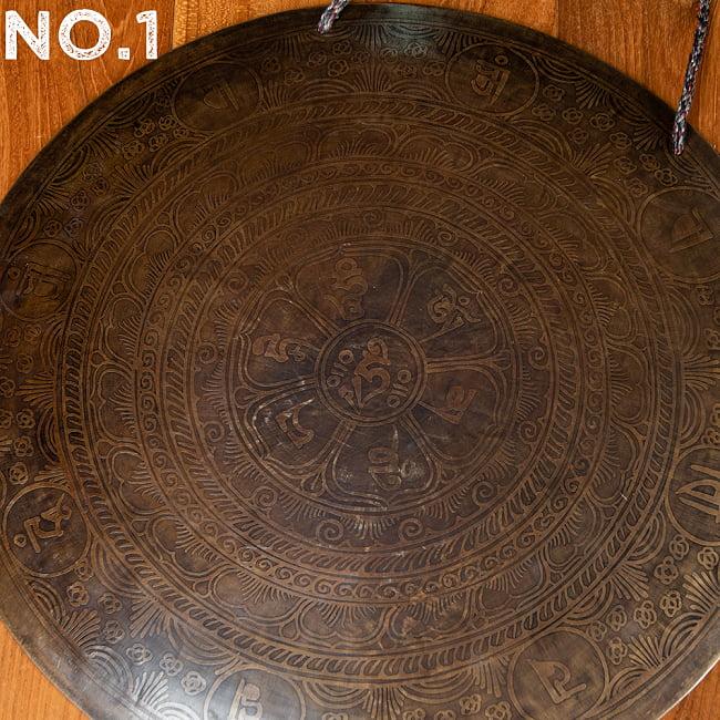 【一点物】ブラスの銅鑼 チベットやネパールの寺院で礼拝用に使用されている〔51cm 3.8Kg〕 10 - 模様〔No.1〕はこちら