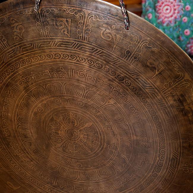 【一点物】ブラスの銅鑼 チベットやネパールの寺院で礼拝用に使用されている〔51cm 3.8Kg〕 3 - 一部分を拡大してみました