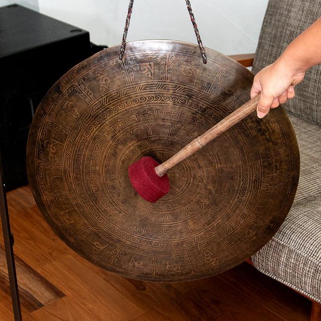 【一点物】ブラスの銅鑼 チベットやネパールの寺院で礼拝用に使用されている〔51cm 3.8Kg〕の写真
