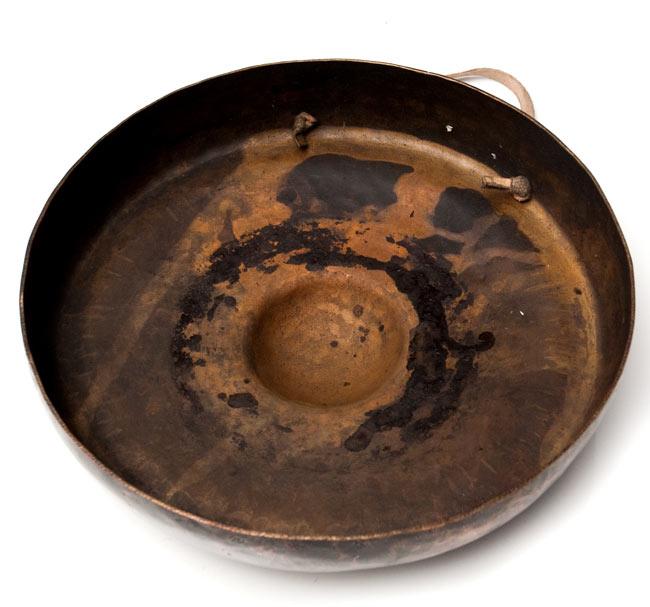 チベット仏教の銅鑼【27cm 1250g】の写真5 - 裏面はこんな感じです