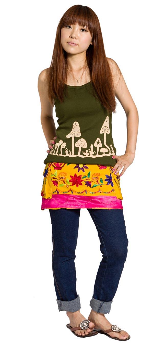カッチ地方のトライバル刺繍ミニスカート 黄色系の写真