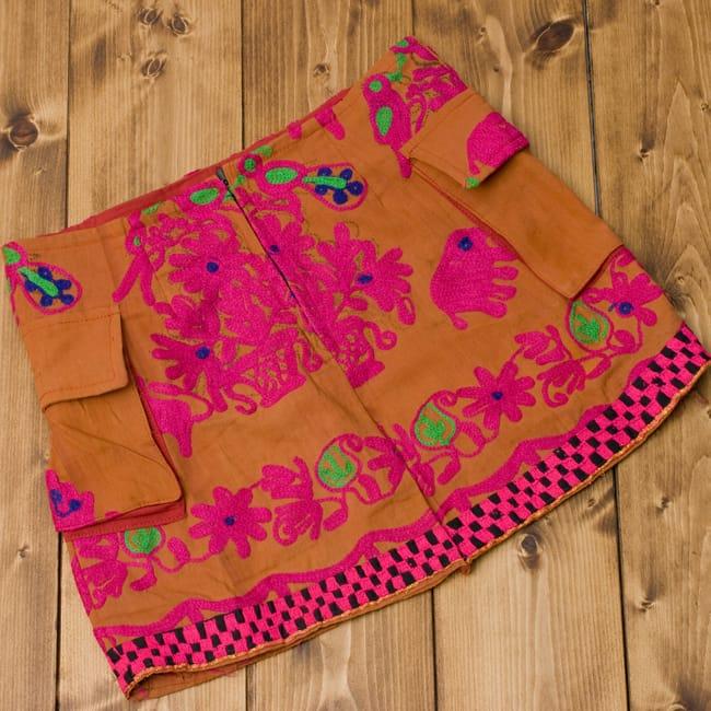 〔1点物〕カッチ地方のトライバル刺繍ミニスカート  2 - 裏面です。後ろにジップがあります。