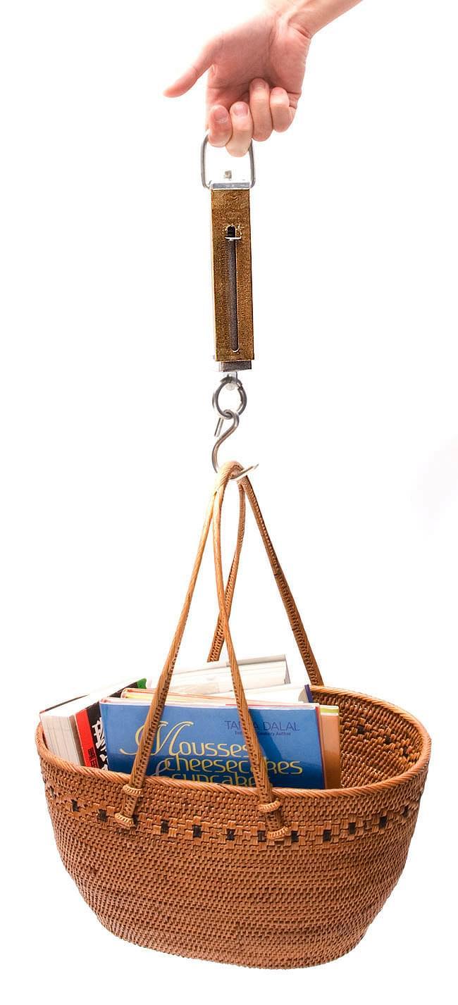 アンティーク風スプリングバランススケール 6 - 使用例です(別商品)。正確に測る時は手で持たずに吊るして使用して下さい。