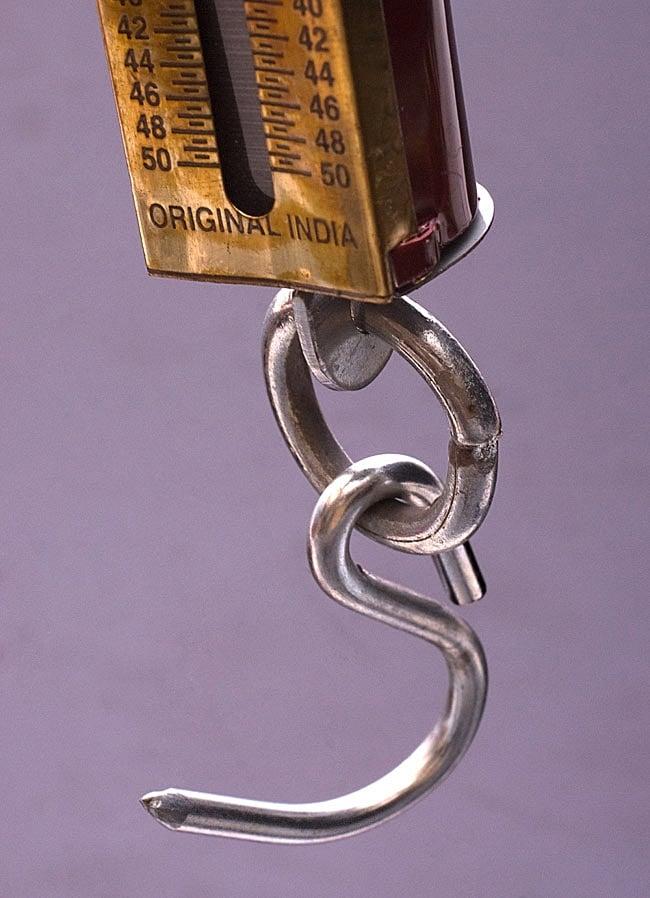 アンティーク風スプリングバランススケール【白・銀】 6 - 商品下部には無骨で頑丈な手触りが魅力のフックがついています。