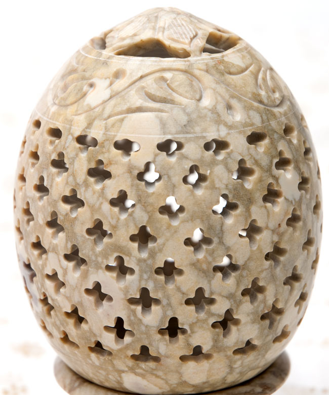 花とつる草 - ソープストーン卵形キャンドル&お香スタンドの写真4 - 横からの拡大写真です。