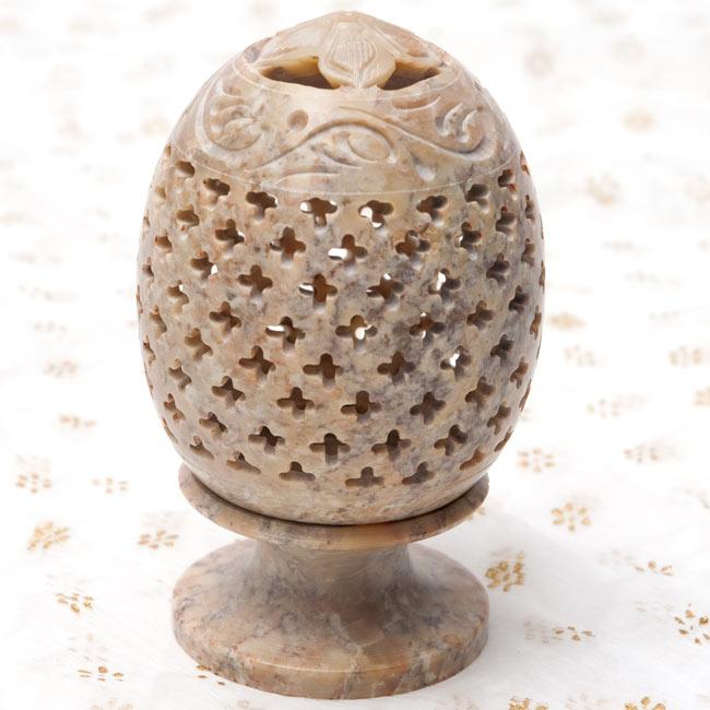 花とつる草 - ソープストーン卵形キャンドル&お香スタンドの写真9 - 【茶系】はこのような配色になります。*天然石を使用している為、色合い等はそれぞれ異なります。
