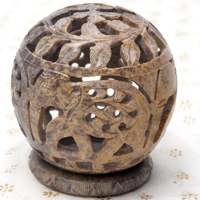 ゾウとつる草 - ソープストーン丸形キャンドル&お香スタンドの写真10 - 【茶系】はこのような配色になります。*天然石を使用している為、色合い等はそれぞれ異なります。