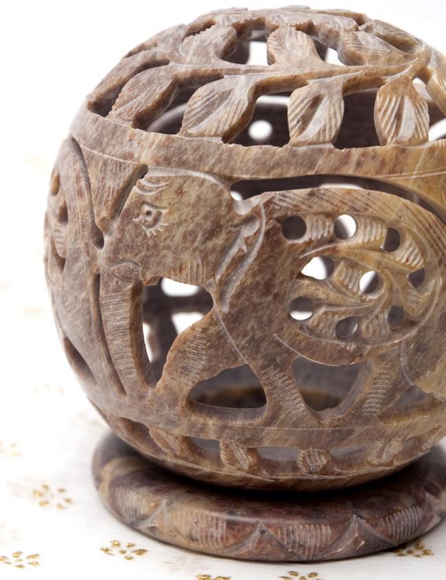 ゾウとつる草 - ソープストーン丸形キャンドル&お香スタンドの写真4 - 横からの拡大写真です。