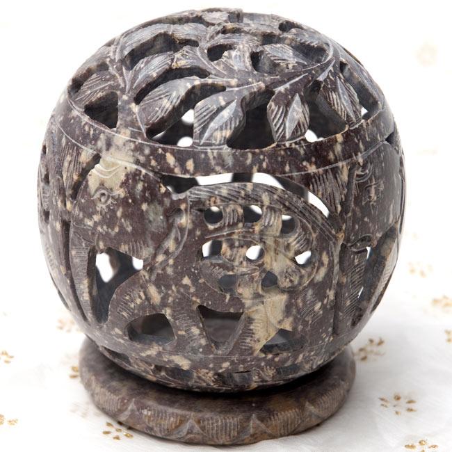 ゾウとつる草 - ソープストーン丸形キャンドル&お香スタンドの写真9 - 【濃茶系】はこのような配色になります。*天然石を使用している為、色合い等はそれぞれ異なります。