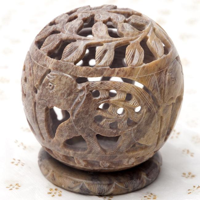 ゾウとつる草 - ソープストーン丸形キャンドル&お香スタンドの写真